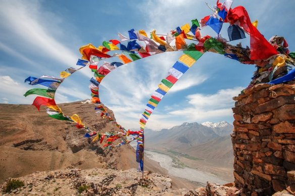 Prayer-flags-2-1000x666-72-885x589